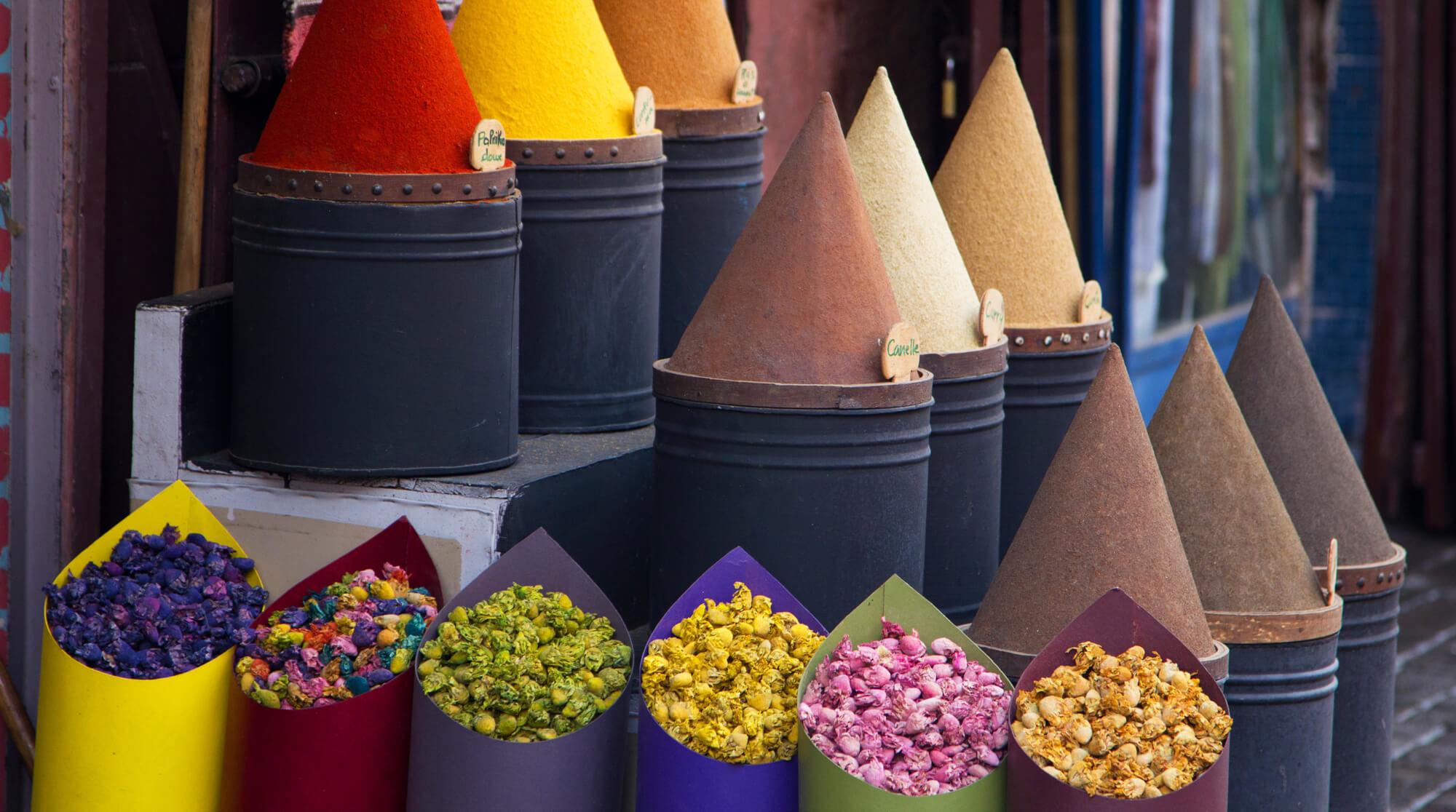 תבלינים וממתקים בשוק בפס אל באלי, פס, מרוקו